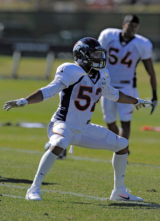 . Denver Broncos outside linebacker Wesley Woodyard (52) breaks it down during practice October 23, 2013 at Dove Valley. (Photo by John Leyba/The Denver Post)