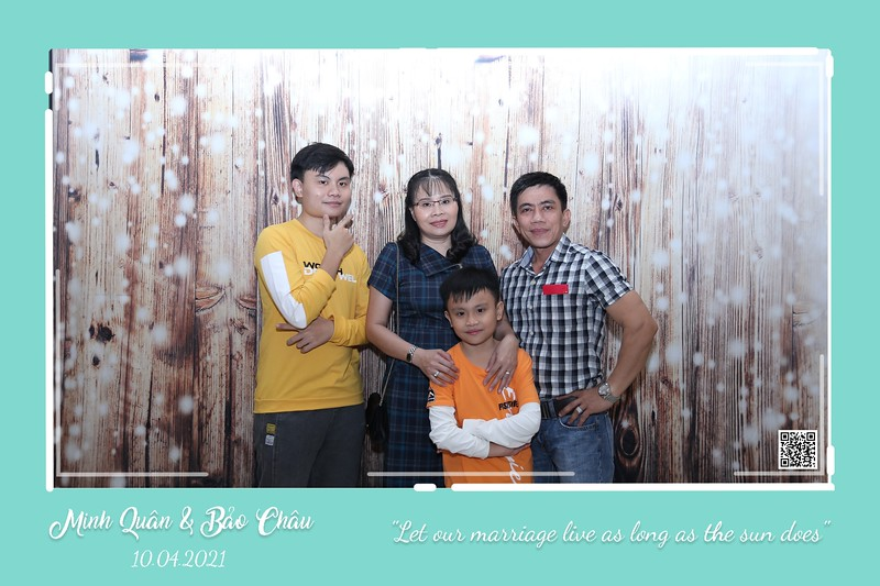 QC-wedding-instant-print-photobooth-Chup-hinh-lay-lien-in-anh-lay-ngay-Tiec-cuoi-WefieBox-Photobooth-Vietnam-cho-thue-photo-booth-097.jpg