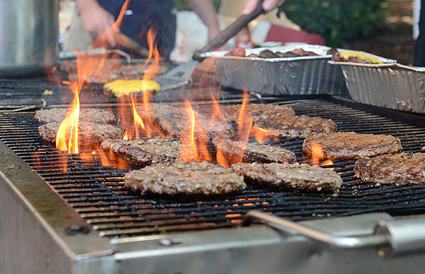 0811 burn  Looking at this you'd think lunch was about to be burned. With my friend Earl at the spatula though, the patties performed a culinary ballet, flipping, and rotating to the end of the line, where, at just the right moment, they were adorned with a slice of cheese to melt on top.  Juicy on the inside, a nice grilled taste throughout .... hamburger perfection.