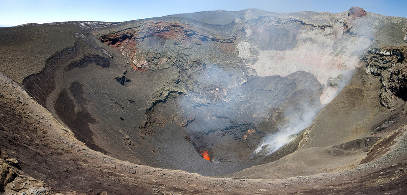 Volcano Villarica erupts molten lava several metres high in a 30 seconds intervals