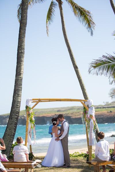 gillin beach kauai wedding-70.jpg