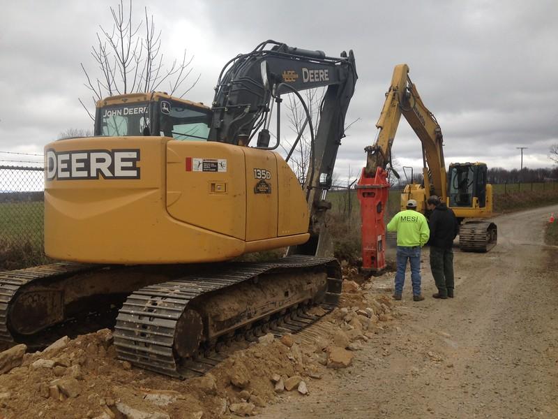 NPK GH12 hydraulic hammer on Komatsu excavator (5).JPG
