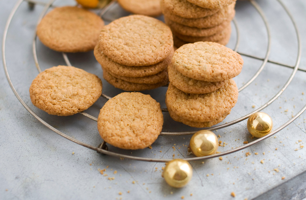 ". <a href=""http://www.canada.com/days+holiday+cookies+fennel+cornmeal+wafers/7648609/story.html\"">Get the recipe for fennel cornmeal wafers</a>. (AP Photo/Matthew Mead)"