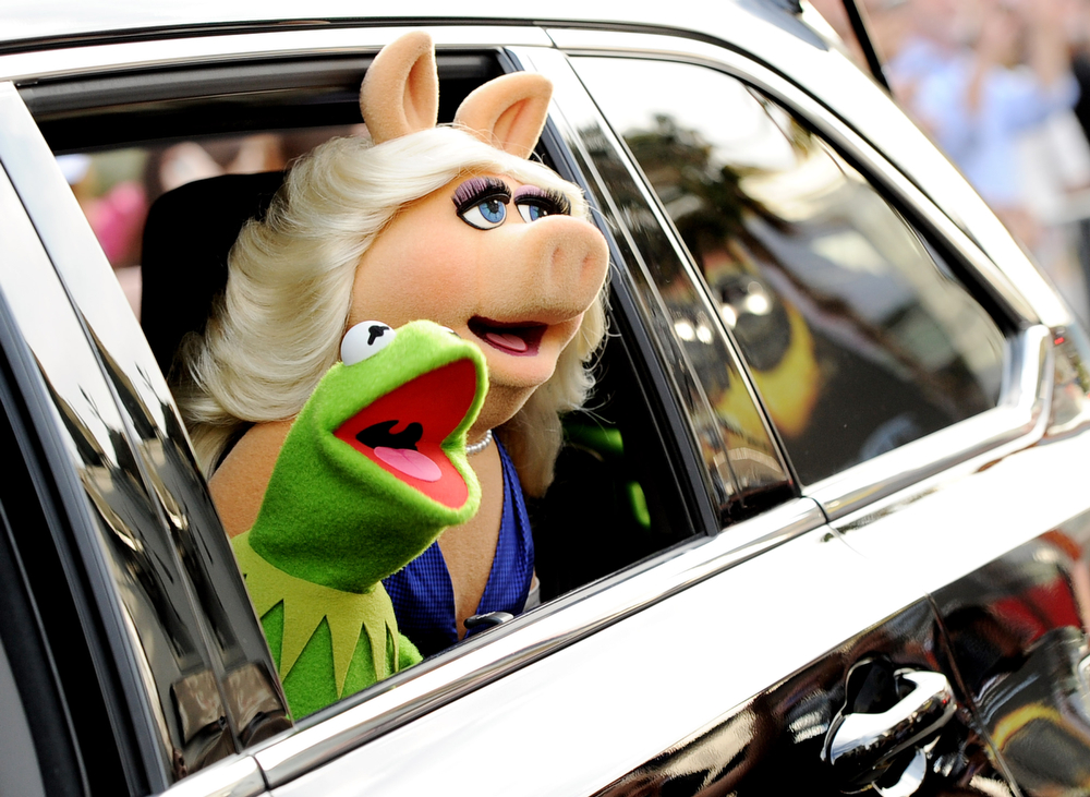 """. Kermit the Frog (L) and Miss Piggy arrive at the premiere of Disney\'s \""""Muppets Most Wanted\"""" at the El Capitan Theatre on March 11, 2014 in Los Angeles, California.  (Photo by Kevin Winter/Getty Images)"""