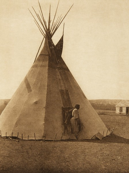 A Piegan tipi (The North American Indian, v. XVIII. Norwood, MA, The Plimpton Press,  1928)