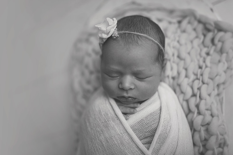 Kaylyn NewbornBW-13.jpg