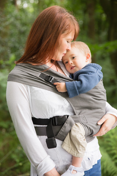 Izmi_Toddler_Carrier_Cotton_Mid_Grey_Lifestyle_Side_Carry_Mum_Looking_At_Toddler.jpg