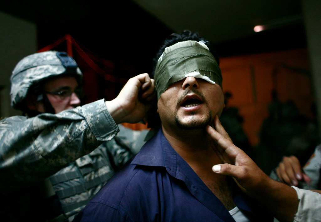 . U.S. soldiers blindfold an Iraqi man after arresting him during a night patrol at the Zafraniya neighborhood, southeast of Baghdad September 4, 2007. REUTERS/Carlos Barria