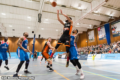 Worthing Thunder vs London City Royals
