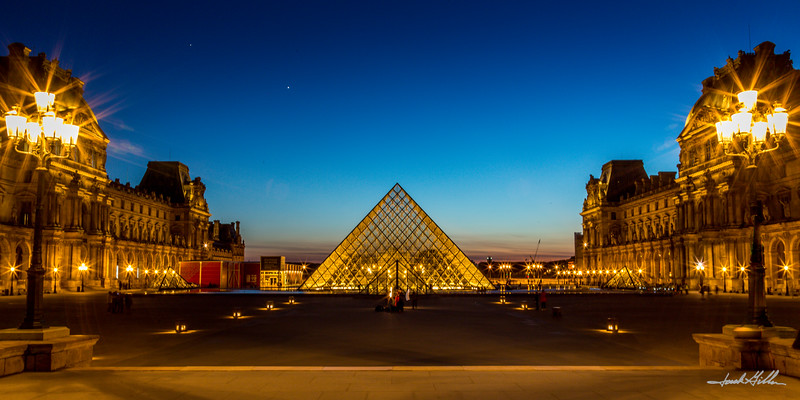 Sparkling lights of the Louvre