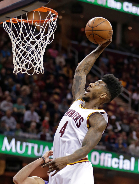 . Cleveland Cavaliers\' Iman Shumpert dunks the ball against the Sacramento Kings in the first half of an NBA basketball game Monday, Feb. 8, 2016, in Cleveland. The Cavaliers won 120-100. (AP Photo/Tony Dejak)