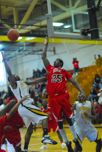 20090301_MCC Basketball_5550.JPG
