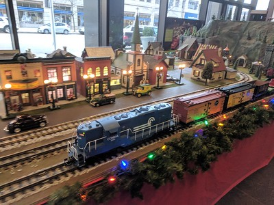 Virginia Kettering Holiday Train Display - Dayton - 21 Dec. '17