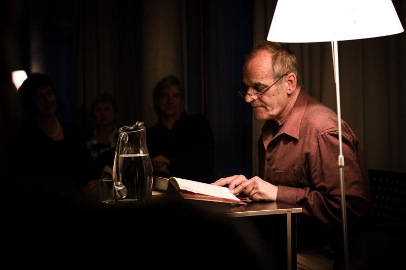 """Schauspieler Otto Edelmann, während den """"Literatur in den Häusern der Stadt""""-Lesungen. (Foto für Thurgaukultur.ch)  Kreuzlingen, März 2012."""