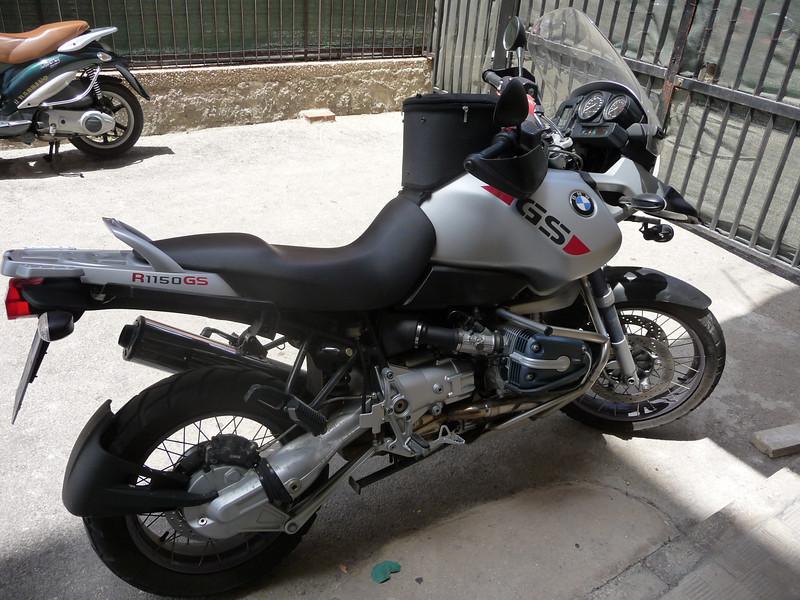 La moto del 2005 che mi hanno prestato e che uso da 20 gg...oggi ha 17.502 km.