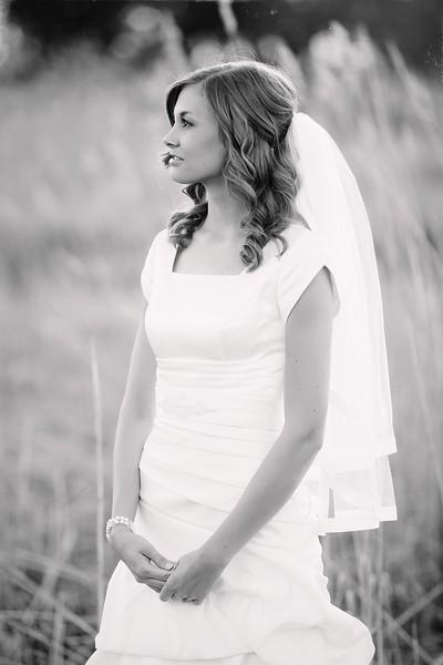 Amy Bridals 085bw.jpg