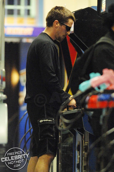 EXCLUSIVE: Christian Bale Hits His Local Arcade For A Game On Raiden Fighters!