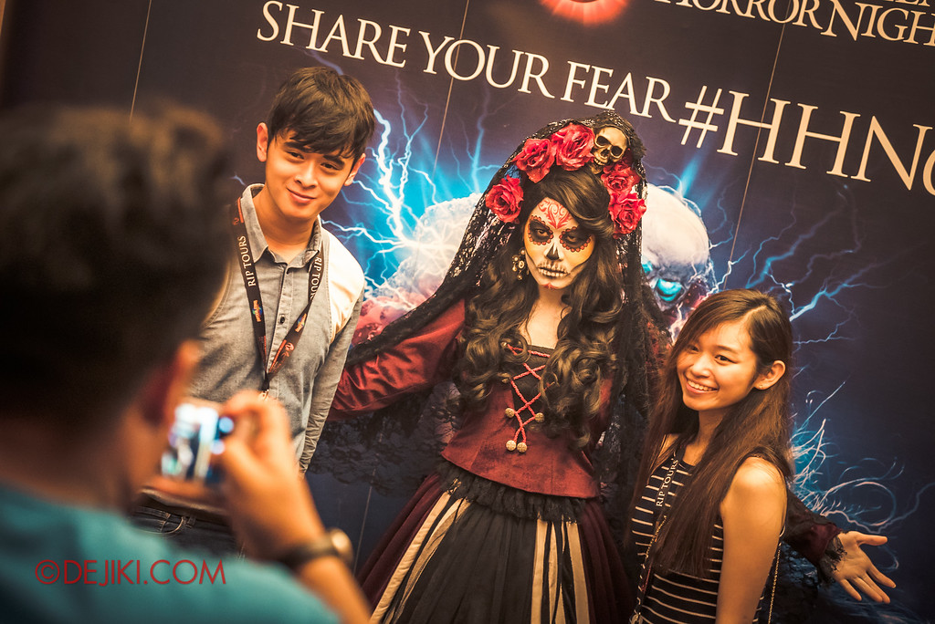 Halloween Horror Nights 6 - RIP Tour review / VIP Meet and Greet booth Lady Death VIP exclusive