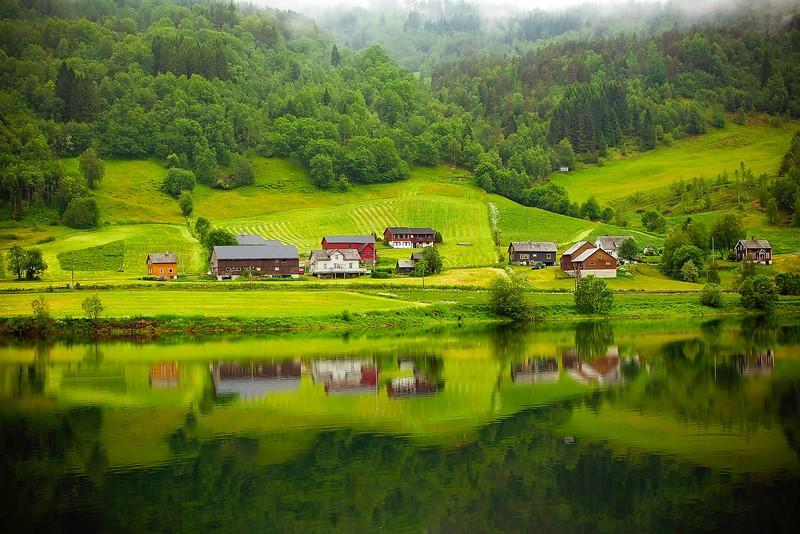 Farmhouses pexels-pixabay.jpg