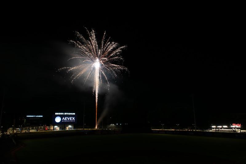 Fireworks_750_0540.jpg