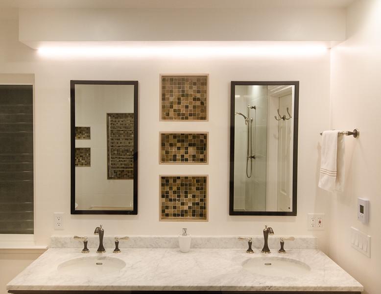 modern-glass-bathroom-007.jpg