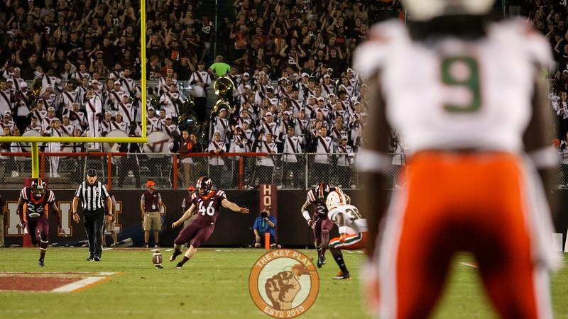 K Joey Slye (46) kicks off the ball after the touchdown. (Mark Umansky/TheKeyPlay.com)