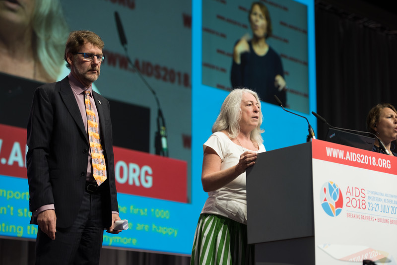 22nd International AIDS Conference (AIDS 2018) Amsterdam, Netherlands   Copyright: Marcus Rose/IAS  Photo shows: Plenary Session. Lorraine Sherr and Anton Pozniak present prize for Excellence in HIV Research Related to Children