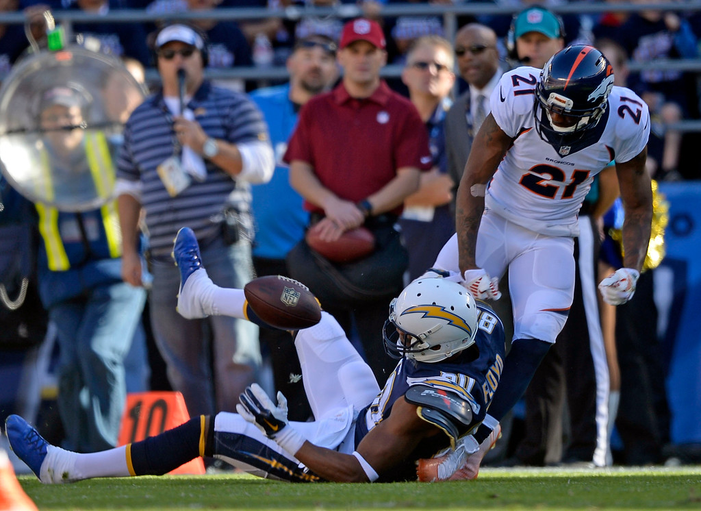. SAN DIEGO, CA - DECEMBER 14: Denver Broncos cornerback Aqib Talib (21) strips the ball away from San Diego Chargers wide receiver Malcom Floyd (80) for an incomplete pass during the second quarter  December 14, 2014 at Qualcomm Stadium (Photo By John Leyba/The Denver Post)