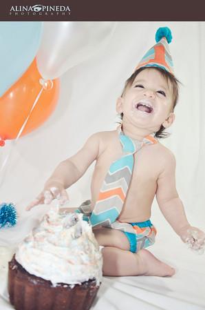 1ST BIRTHDAY CAKE SMASH :  MAXIM