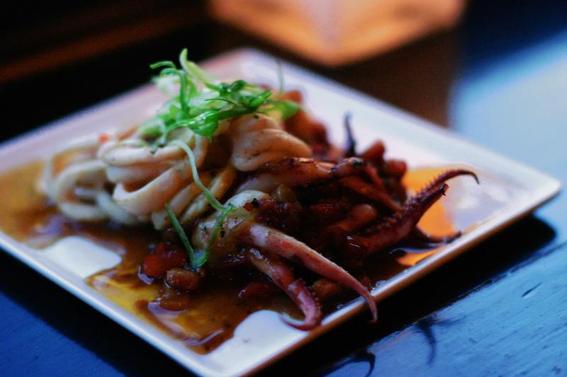 grilled-calamari-900_2367559692_o.jpg