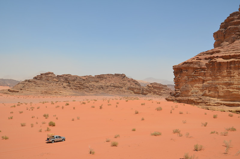 DSC_9426-car-at-wadi-rum.JPG