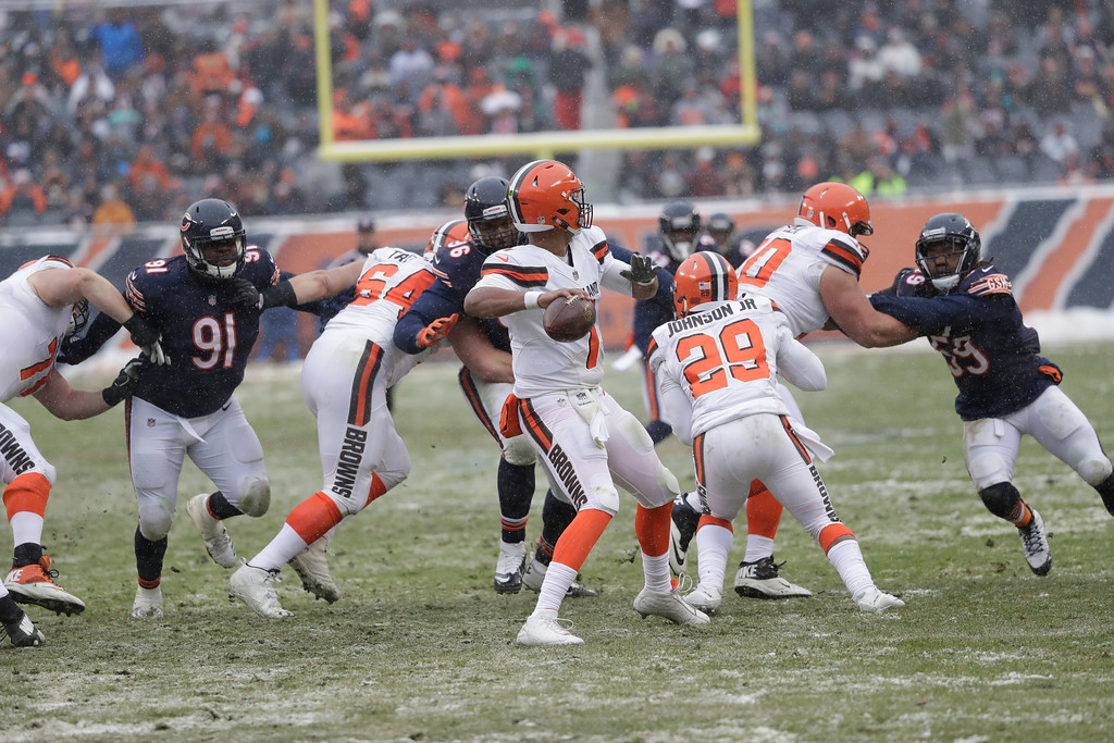 . Cleveland Browns quarterback DeShone Kizer (7) throws against the Chicago Bears in the second half of an NFL football game in Chicago, Sunday, Dec. 24, 2017. (AP Photo/Charles Rex Arbogast)
