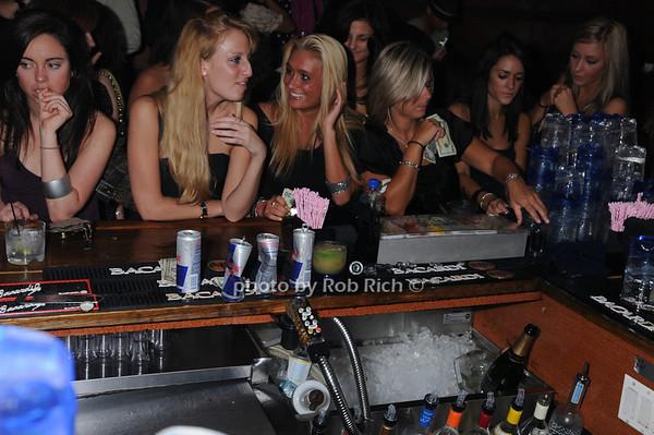 bar scene photo by Rob Rich © 2008 516-676-3939 robwayne1@aol.com