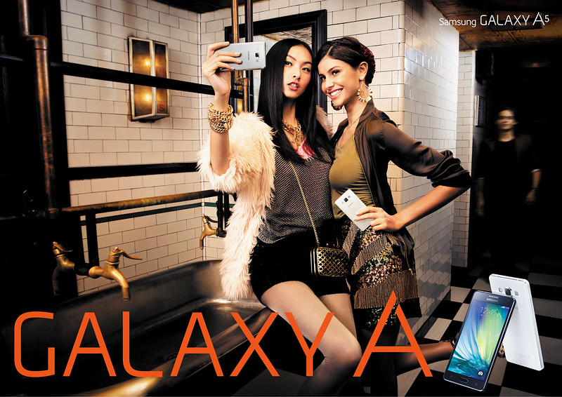 02-GALAXY A Print_Two Girls_AD.jpg