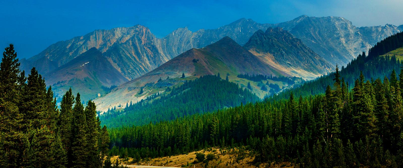 加拿大洛基山,迎面的大山