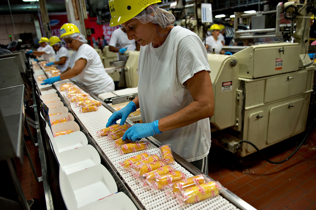 . Employee Jodi Lane sorts Hostess Brands LLC Twinkies snack cakes at the company\'s bakery in Schiller Park, Illinois, U.S., on Monday, July 15, 2013. Photographer: Daniel Acker/Bloomberg