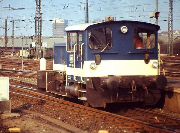 332 081, Hamburg Altona, 24th February 1990.