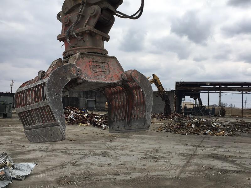 NPK DG20 demolition grab on Cat 320 - Randy Jones Trucking - Lima, OH - Apr 2018 (1).JPG