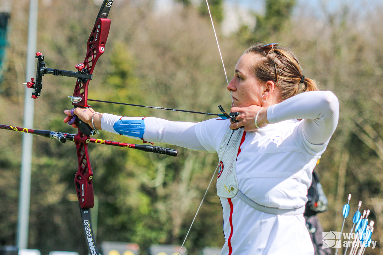 Lisa Barbelin shoots during the finals of the European Grand Prix in Porec in 2021.