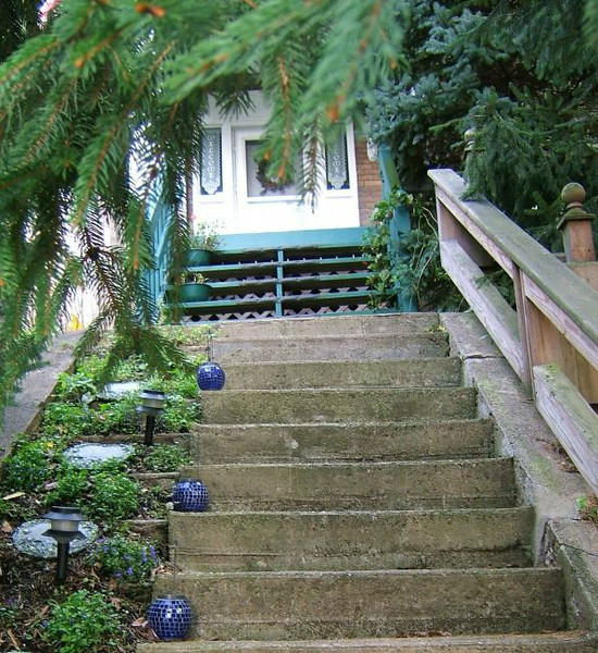 Stairs going up to the front door of Linda and Jim's home on Lucerne Ave - 32 of them in all! Our 3rd floor apartment is 2 more flights up!
