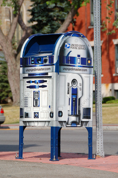 R2-D2 inspired mailbox