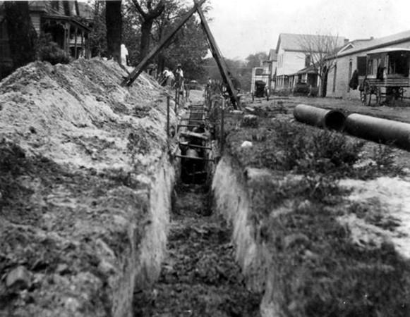 laying pipe on ward street.jpg