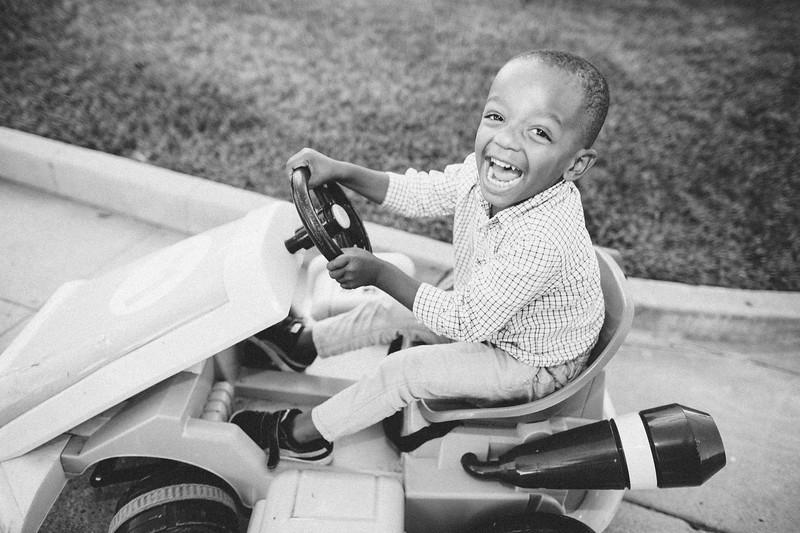 happy frankie in a car
