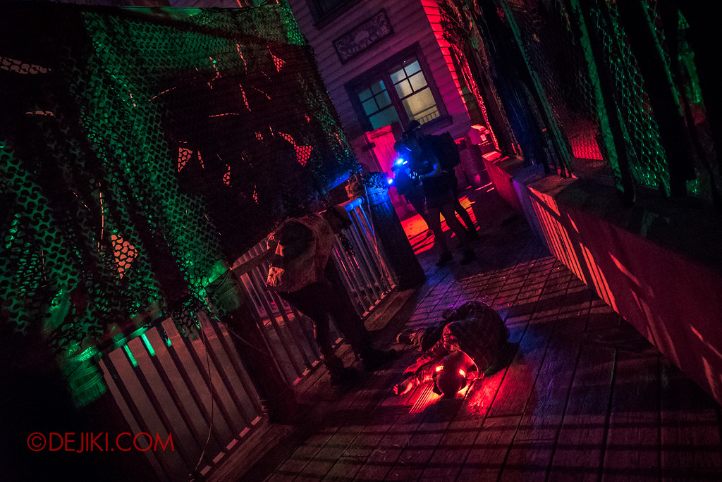 Halloween Horror Nights 7 Review - Zombie Laser Tag scene Pier