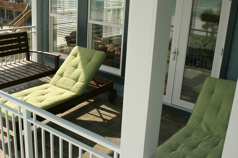 third floor balcony chairs