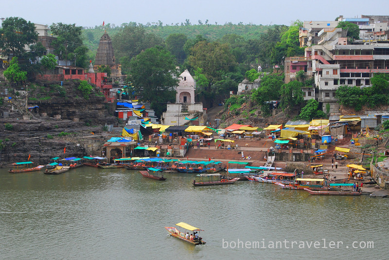 Omkareshwar ghats.jpg