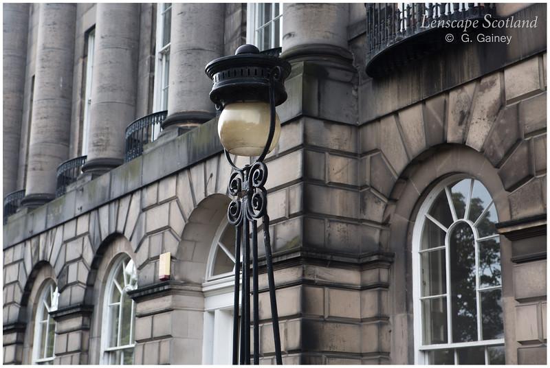 Royal Terrace - windows, columns and lamp (1)