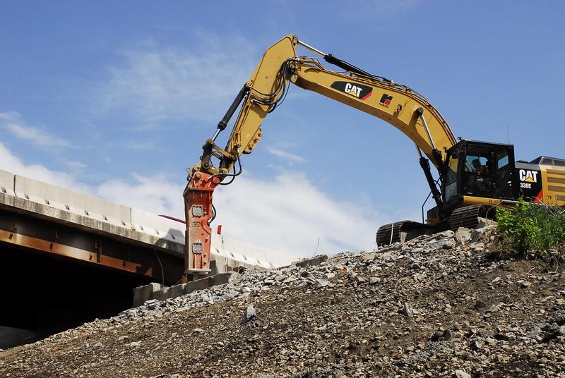 NPK GH12 hydraulic hammer on Cat excavator_bridge demolition (19).JPG