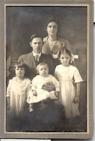 Hadlock_family__Mom_as_a_child