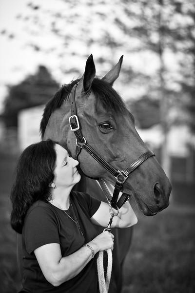 web-Beaver-Family-Portrait-Fulton-MO-Photographer-Outdoor-Horse-4.jpg